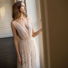 These effortlessly graceful wedding dresses from the 2018 Eisen Stein bridal collection got us falling head over heels in love at first