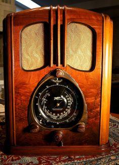 """Vintage Zenith """"Walton"""" model 7-J-232 Black dial Radio complete UNMOLESTED !"""