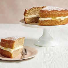 This apple and lemon sandwich cake is the ultimate cream sponge cake – the apple makes the cake really moist and the lemon-flavoured cream keeps it fresh-tasting. Mary Berry Coffee Cake, Coffee And Walnut Cake, Apple Sandwich, Sandwich Cake, Apple Recipes, Baking Recipes, Diet Recipes, Recipies, Homemade Apple Pies