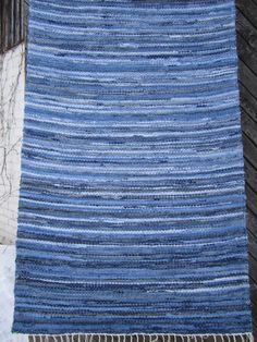 Handwoven rag rug - x DENIM - ready for sale Weaving Projects, Kids Rooms, Hand Weaving, Denim, Rugs, Heart, Crafts, Home Decor, Farmhouse Rugs