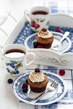 How a cupcake should be served.
