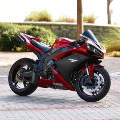 Jessica The Bike Lover ( Ducati, Motos Yamaha, Yamaha Bikes, Yamaha Yzf R1, Honda Cbr 1000rr, Motorcycle Outfit, Motorcycle Bike, Moto Bike, Transporter