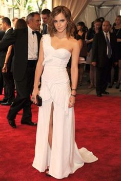 love this dress... could never pull it off but love it anyway