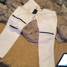 Zara pants Zara pants size 36waist color white with black zippers brand new with tags Zara Pants Skinny