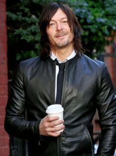 Norman Reedus during his photoshoot for 'Men's Fitness' on November 2015 Norman Reedus, Daryl Dixon Walking Dead, Walking Dead Cast, Beautiful Boys, Beautiful People, Darryl Dixon, Melissa Mcbride, Hollywood, Stuff And Thangs