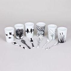 On craque pour ce coffret de 6 tasses/gobelets en porcelaine avec les petites cuillères assorties. Définitivement tendance avec des dessins comme peints à la main représentant la nature http://www.decoration.com/tasses-expresso-et-cuilleres-motif-nature,fr,4,APD8455057.cfm
