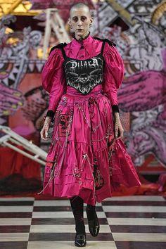 Dilara Findikoglu Spring/Summer 2018 Ready To Wear - Dilara Findikoglu Spring/Summer 2018 Ready To Wear Dark Fashion, High Fashion, Fashion Show, Fashion Outfits, Fashion Looks, Fashion Design, 80s Punk Fashion, Couture Mode, Couture Fashion