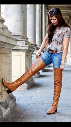 Cognac thigh boots and jeans outfit. gives you loooooong legs Thigh High Boots, High Heel Boots, Over The Knee Boots, Long Boots, Tall Boots, Mode Outfits, Jean Outfits, Brown Boots Outfit, Crotch Boots