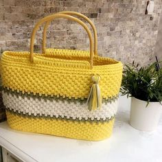 Irresistible Crochet a Doll Ideas. Radiant Crochet a Doll Ideas. Crochet Clutch, Crochet Handbags, Crochet Purses, Crochet Hooks, Crochet Bags, Crochet Designs, Crochet Patterns, How To Tie Shoes, Diy Tote Bag