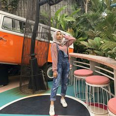 Inspirasi OOTD hijab untuk ke Kampus – N&D – Hijab Fashion 2020 Hijab Casual, Ootd Hijab, Girl Hijab, Hijab Chic, Modern Hijab Fashion, Street Hijab Fashion, Hijab Fashion Inspiration, Muslim Fashion, Cute Fashion