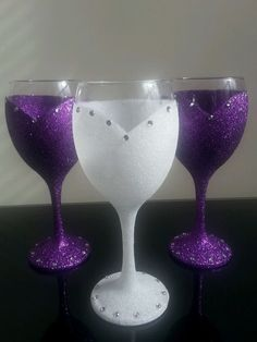 Fancy Glitter Dress with Bling hand painted glasses - bridal party glass - birthday glass - wine lover gift - glitter glass by on Etsy Glitter Wine Glasses, Wedding Wine Glasses, Diy Wine Glasses, Decorated Wine Glasses, Painted Wine Glasses, Wine Glass Crafts, Wine Glass Set, Wine Bottle Crafts, Wine Bottles