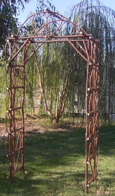 Could make this with the cuttings - nice reddish cast to the bark of the willow cuts.