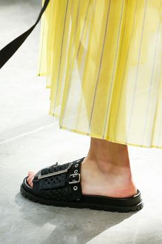 Sacai Spring 2019 Ready-to-Wear Collection - Vogue Spring Shoes, Summer Shoes, Shoes 2018, Runway Shoes, Buy Shoes Online, Cross Training Shoes, Sandals Outfit, Kinds Of Shoes, Womens High Heels