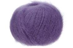 Die perfekte Kombination aus feinster Kid Mohair Wolle und bester Seide. Ideal für flauschige Pullover und Jacken. Die Maulbeerseide verleiht dem Strickstück einen unvergleichlichen Glanz. Hergestellt in Südafrika. 1/8.4 NM - 1 fädig Lauflänge auf 25g: ca. 210 Meter Nadelstärke: 2,5 - 3,5 Maschenprobe (10x10cm): 36R / 28M Für einen Damen Pullover in Gr. 38werdenca. 200g benötigt.  Material: 72% Mohair 28% Seide