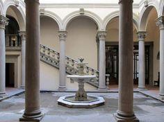 Courtyard-of-Palazzo-Gondi-Florence-Italy-900x674.jpg 900×674 pixels