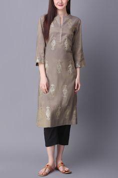Grey kurta with geometric motif detail - Abhijeet Khanna - Designers Simple Kurta Designs, Kurta Designs Women, Salwar Designs, Kurti Designs Party Wear, Designer Party Wear Dresses, Indian Designer Outfits, Pakistani Dresses Casual, Pakistani Dress Design, Stylish Dresses