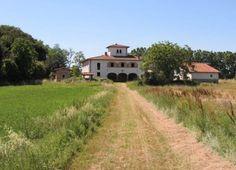 Arezzo, Poppi, Stia Tratto dal Film  'Il Ciclone'. La casa della Famiglia Quarini si trova in campagna, in realtà Podere Giuncaia