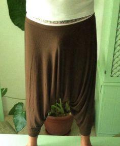 Pantalón turco, también se le llama pantalón persa.