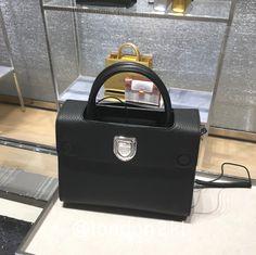 Mini Diorever in Black ❤❤❤ it? Order now. Once it's gone, it's gone! Just WhatsApp me +44 7535 715 239 (Erwan). See other items 👉🏾 #L2KLDior#L2KLDior#L2KLDior