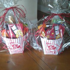 You could get the teacher a gift certificate to the movies (enough for her family) and put it in the popcorn container along with movie theatre candy. Great Teacher Gifts, Teacher Thank You, Student Gifts, Teacher Appreciation Gifts, Cute Gifts, Best Gifts, Parent Gifts, Craft Gifts, Diy Gifts