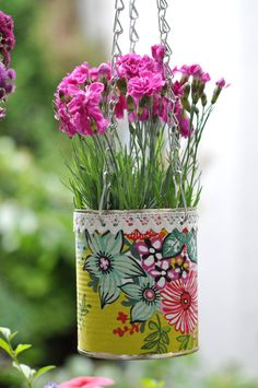 Canned flower pots Canned flower pots Balcony Flower Box, Flower Boxes, Tin Can Crafts, Diy And Crafts, Crafts For Kids, Tin Can Art, Pottery Painting Designs, Deco Floral, Painted Pots