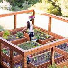 7 Peaceful Clever Ideas: Backyard Garden Beds Dry Creek backyard garden design to get.Backyard Garden Fence How To Make beautiful backyard garden design. Making Raised Garden Beds, Raised Beds, Raised Garden Bed Design, Diy Fence, Fence Ideas, Pallet Fence, Fence Art, Bed Ideas, Fence Options