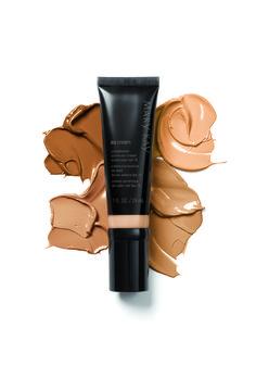 Para ocasiones especiales o cuando quieras un aspecto más uniforme en tu rostro, usa la CC Cream FPS 15 Protección Media Mary Kay®.