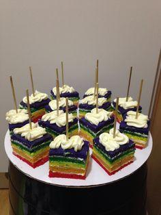 Regenboog cake traktatie