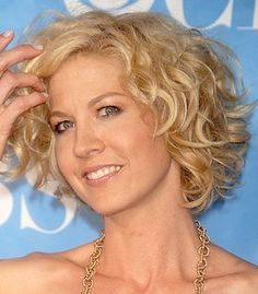 jenna elfman wavy medium cut - If I had her hair and she had a ....nevermind....wish my hair would do this. Haha