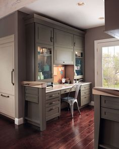 A beautiful duo of Garrison Square Maple in both Sage and Mushroom finishes is the star of this timeless home office. The secret to the high functioning space is the combination of drawers