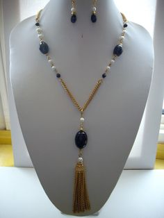 VENTA Preciosa negro cristales, blanco perla y oro collar con cadena de doble oro y Tassle cadena de oro