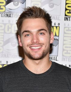 "Dylan Sprayberry Photos - Actor Dylan Sprayberry at the ""Teen Wolf"" Press Line during Comic-Con International 2017 at Hilton Bayfront on July 2017 in San Diego, California. - Comic-Con International 2017 - 'Teen Wolf' Press Line Teen Wolf Boys, Teen Wolf Cast, Dylan O'brien, Celebrity Portraits, Celebrity Photos, Celebrity Houses, Teen Celebrities, Celebs, Meninos Teen Wolf"