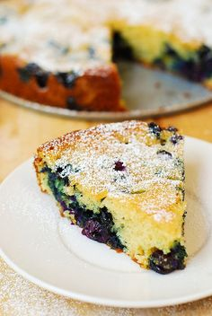 Delicious, easy-to-make, and beautiful Blueberry Greek yogurt Cake made in a springform baking pan. I love using Greek yogurt in baking, as it gives a richer texture to the cake batter. This blueberry Greek yogurt Just Desserts, Delicious Desserts, Yummy Food, Homemade Desserts, Yogurt Recipes, Baking Recipes, Baking Pan, Thm Recipes, Baking Soda