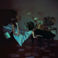 Dream-like artwork: Anke Zhuravleva's artistic photography captures her models suspended in mid-air in her series titled Distorted Gravity - by Russian artist Anka Zhuravleva Levitation Photography, Surrealism Photography, Artistic Photography, Art Photography, Amazing Photography, Dramatic Photography, Creative Photography, Digital Photography, Defying Gravity
