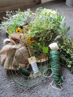 Herbal Wreath How To: http://plumfieldhousegardens.blogspot.com/2014/07/lughnasad.html Plumfield House Gardens: Lughnasad