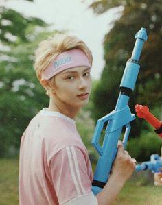 Looking finnee with that toy gun tho. Woozi, Jeonghan, Wonwoo, Seungkwan, Jackie Chan, K Pop, Vernon Chwe, Oppa Gangnam Style, Seventeen Junhui