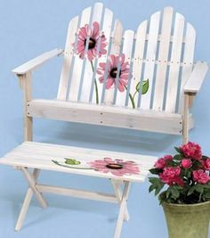 Easily carry all your gardening tools with this quick and easy burlap garden tote tutorial. Pallet Garden Furniture, Diy Furniture, Modern Furniture, Repainting Furniture, Hand Painted Furniture, Outdoor Garden Bench, Outdoor Decor, Indoor Garden, Painted Benches
