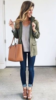 This outfit consists of a casual top and jeans. Wearing booties with jeans is among favourite combos everyone. A very long cream coat together with the dark skinny jeans is also wonderful. As example this fall outfit can to option style in fall this year. Mode Outfits, Casual Outfits, Fashion Outfits, Womens Fashion, Fashion 2017, Teen Outfits, Fashion Ideas, Latest Fashion, Swag Fashion