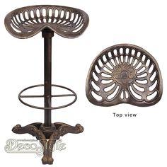 Gietijzeren Tractor Stoel Barkruk (Brons)  Zwaar gietijzeren barkruk in de vorm van een tractor zitting. Heel erg mooi bewerkt.  Kleur: Brons   Materiaal:  Handbewerkt gietijzer  Afmetingen:  Hoogte: 78 cm Breedte: 40 cm Diepte: 40 cm  A CAST IRON BAR STOOL BRONZE COLOUR