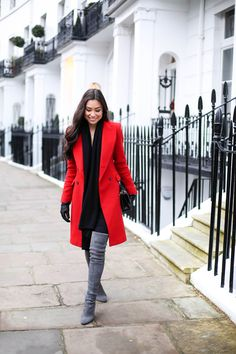 Red coat with Stuart Weitzman grey suede boots - Street Fashion Red Coat Outfit, Stuart Weitzman, Red Winter Coat, Grey Boots, Suede Boots, Grey Gloves, Tall Boots, Outfit Invierno, Winter Looks