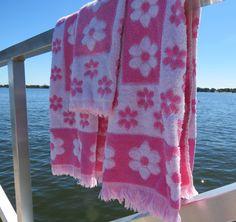 Vintage Bath Towels,Towel Set,Pink White Daisy Towels,Vintage Towels,Terrycloth Towels,Glamper Glamping Towels,Free Shipping,7RTT15
