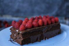 SUNN SJOKOLADEKAKE | du kan ikke smake at den er sukkerfri! | Desiree Andersen Den, Desserts, Foods, Recipe, Board, Tailgate Desserts, Food Food, Deserts, Dessert