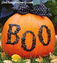 HALLOWEEN: Classy pumpkin decorating ideas...I am going to check these ideas out. I really don't like carving pumpkins. I did see a pin about cookie cutters to carve pumpkins. I thought that was a good idea.