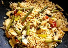 Gombás tészta zöldbabbal, ázsiai szószban   Ájvi receptje - Cookpad receptek Ethnic Recipes, Food, Red Peppers, Essen, Meals, Yemek, Eten