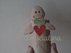 Biscoito de natal de enfeite - feito com rolinho de papel higiênico Passo-a-Passo aqui http://coisas-da-lara.blogspot.com/2014/11/biscoito-de-natal-com-papel-higienico.html