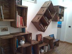 Libreria Completamente realizzata Con Cassette Della Frutta