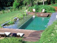 une piscine semi enterr e avec un coin d tente au fond et des herbes tout autour swimming. Black Bedroom Furniture Sets. Home Design Ideas
