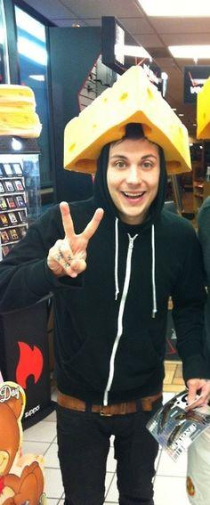 I've only seen those cheese hats on Green Bay fans and ew Green Bay. Mcr Memes, Band Memes, My Chemical Romance, Dear Evan Hansen Book, Bob Bryar, Frank Lero, Ray Toro, Emo Bands, Pierce The Veil