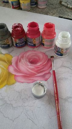 The Latest Trend in Embroidery – Embroidery on Paper Tole Painting, Fabric Painting, Fabric Art, Painting & Drawing, Fabric Paint Designs, T Shirt Painting, Acrylic Painting Techniques, Painted Clothes, Painting Inspiration