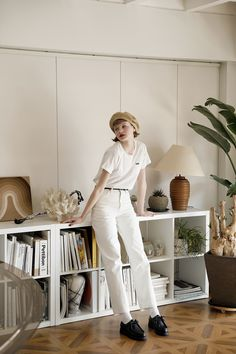 Fashion 2020, Paris Fashion, Fashion Photo, Japanese Fashion, French Fashion, Seductive Women, Grey And Beige, Women Life, Mode Style